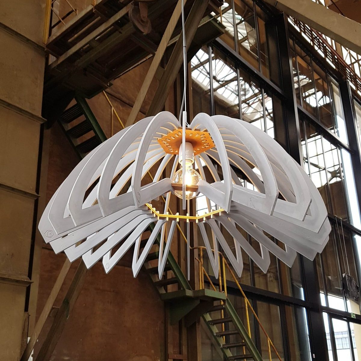 Lina-beton-lamp-zijkant