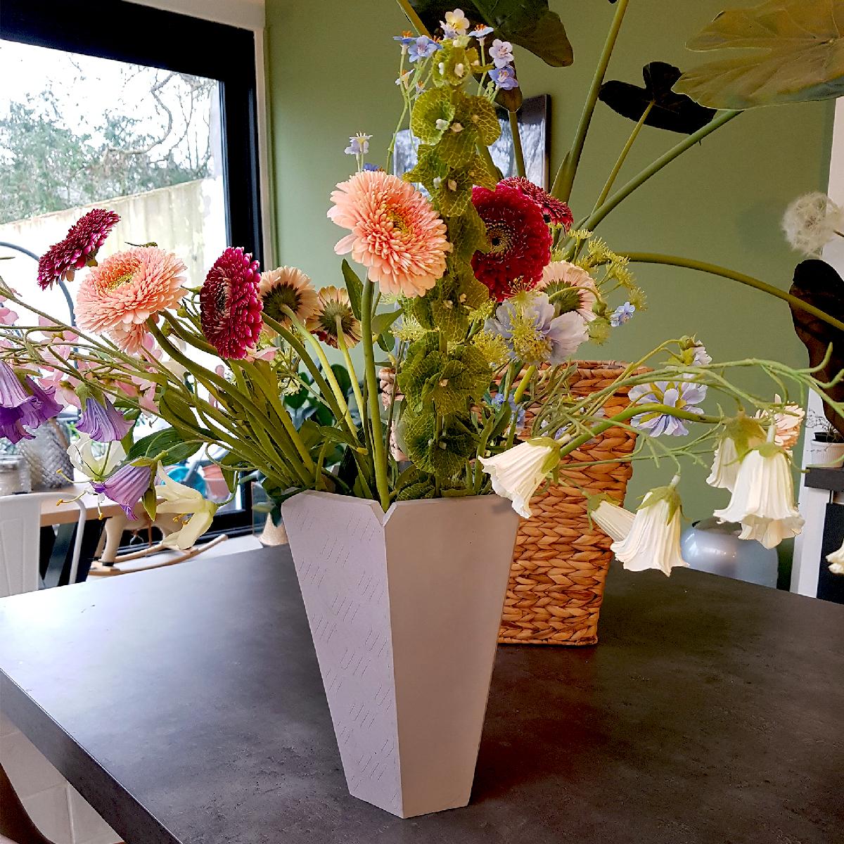 ALICE-concrete-vase-flowers